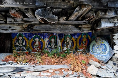 Paintings on the Chortens on the way between Pisang and Ghyaru