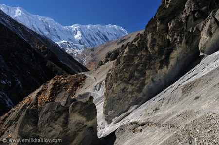 The trail to Tilicho Lake